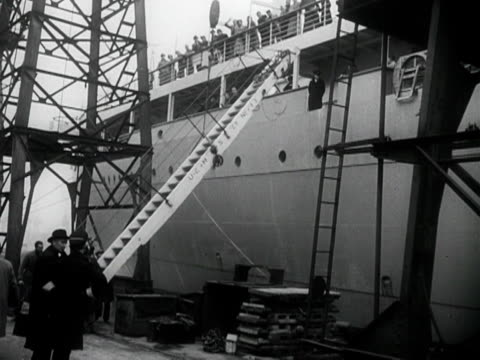 a crane lifts away the gangway from the ocean liner braemar castle as it prepares to embark on its maiden voyage - fluggastbrücke stock-videos und b-roll-filmmaterial
