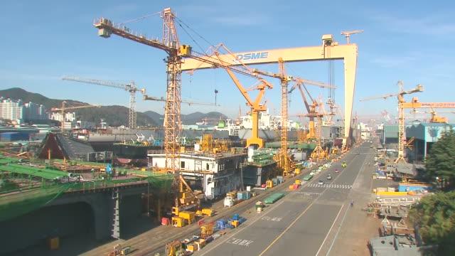 WS T/L Crane moving in shipyard / Gyeongsangbuk-do, South Korea