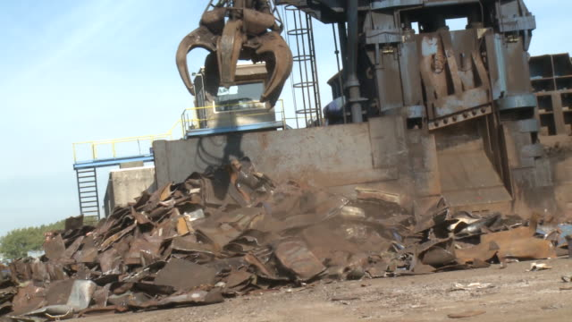 ms pan crane moving metal onto pile near cutting machine at scrap metal yard, gent, belgium - altmetall stock-videos und b-roll-filmmaterial