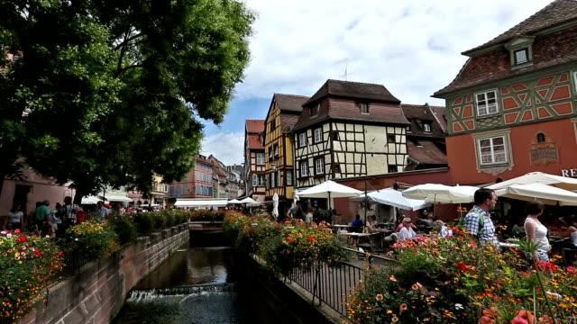 Kran-Schuss: Colmar Dorf Stadtbild Elsass Frankreich im Sommer
