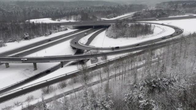 crane shot of freeway intersection during winter - バーデン・ビュルテンベルク州点の映像素材/bロール