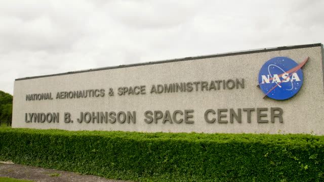 crane shot of the sign at the nasa location for human space flight in tx - entrance sign stock videos & royalty-free footage