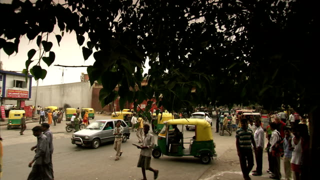 crane shot over a busy street in agra. - agra video stock e b–roll
