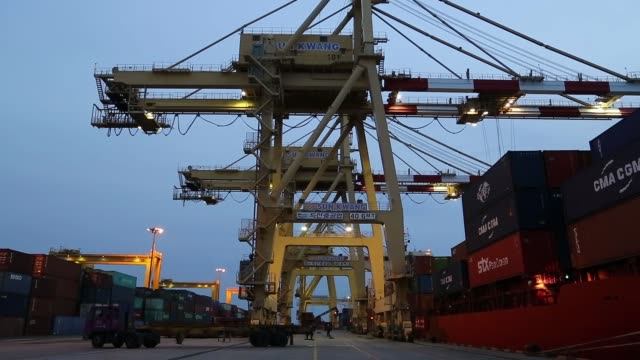 stockvideo's en b-roll-footage met a crane stacks containers at the sun kwang incheon container terminal at night in incheon south korea gantry cranes in operation at the sun kwang... - incheon