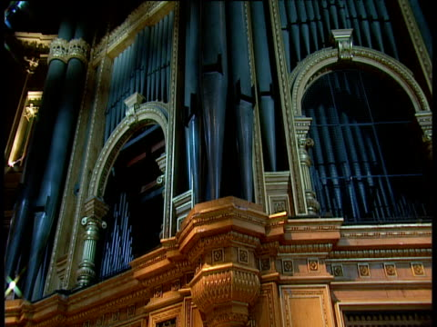 crane up facade of royal albert hall organ - パイプオルガン点の映像素材/bロール