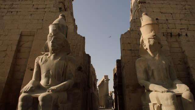 crane upwards between two large ramses ii statues - male likeness stock videos & royalty-free footage