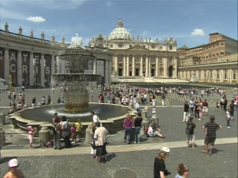 crane zoom out from fountain in st peter's square to a wide shot of vatican city vatican city in italian officially stato della cittˆ del vaticano... - stato del vaticano stock videos & royalty-free footage