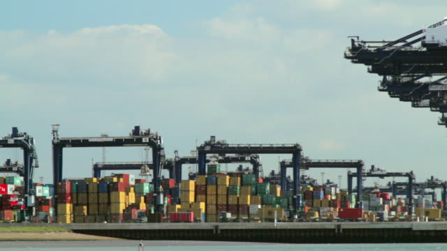 stockvideo's en b-roll-footage met ws pan cranes and container ships at felixstowe dockside / felixstowe, suffolk, uk - westers schrift