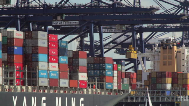 stockvideo's en b-roll-footage met ws cranes and container ships at felixstowe dockside / felixstowe, suffolk, uk - westers schrift