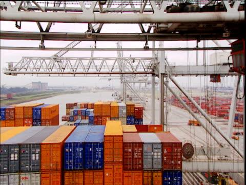 cranes move cargo containers around busy shipping port rotterdam - schiffsfracht stock-videos und b-roll-filmmaterial
