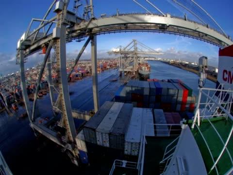 t/l cranes moving in rotterdam shipyard, netherlands - schiffsfracht stock-videos und b-roll-filmmaterial