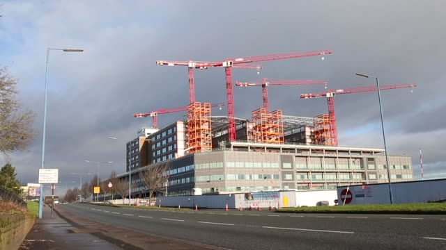 Cranes stand idle above the Midland Metropolitan Hospital construction site operated by Carillion Plc in Smethwick UK on Thursday Jan 18 Photographer...