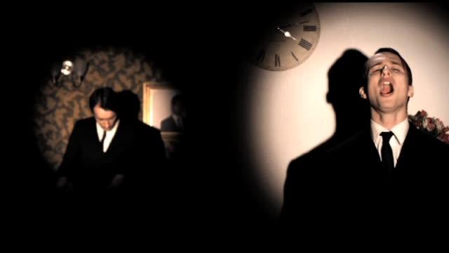 crane.tv visits the pop noir quartet mirrors in their studio in brighton. the synth pop band whose sound fuses the best of kraftwerk, new order, omd... - kraftwerk stock-videos und b-roll-filmmaterial