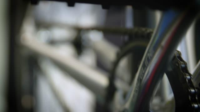 cu crankset & pedal turning on bike - pedal stock videos & royalty-free footage