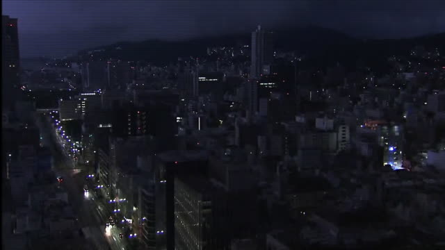 vidéos et rushes de crash of thunder at night, hiroshima, japan - hiroshima prefecture