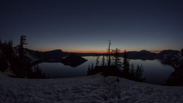 crater lake sunrise - オレゴン州クレーター湖点の映像素材/bロール