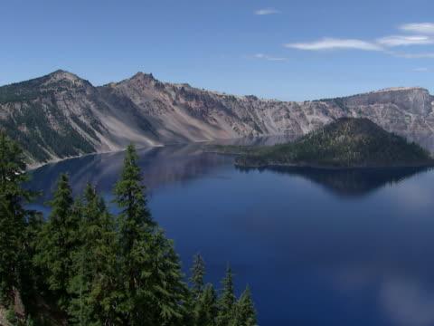 vídeos y material grabado en eventos de stock de crater lake: wizard island - monte mazama