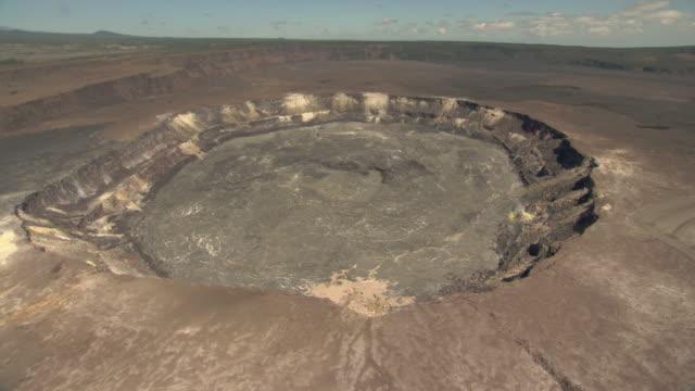 crater on kilauea volcano, hawaii - kilauea stock videos & royalty-free footage