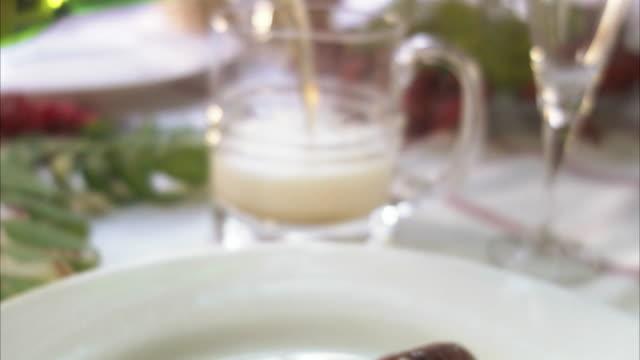 a crayfish party, sweden. - flußkrebs tier stock-videos und b-roll-filmmaterial