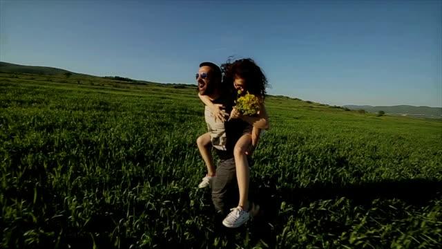 vídeos de stock, filmes e b-roll de louco de amor! - romance