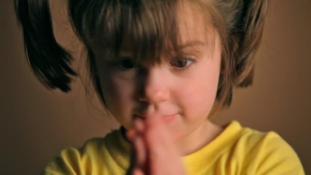 crazy little girl - människonäsa bildbanksvideor och videomaterial från bakom kulisserna