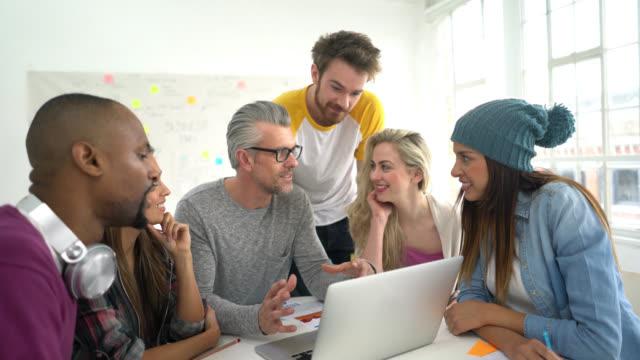 Creatieve groep busines mensen in een vergadering
