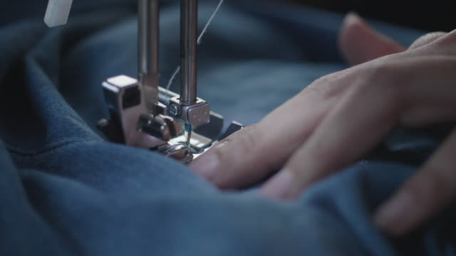 vídeos de stock e filmes b-roll de creative tailor working with sewing machine - jeans