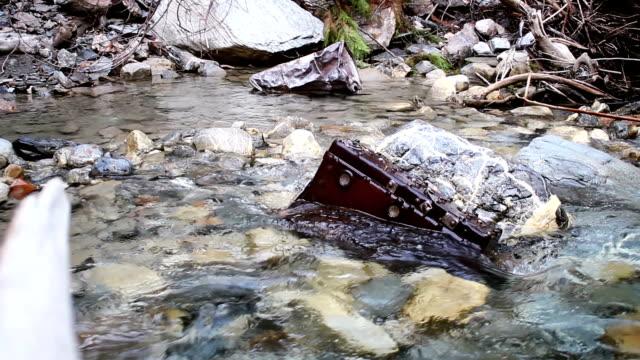 vídeos y material grabado en eventos de stock de creek residuos. - antihigiénico