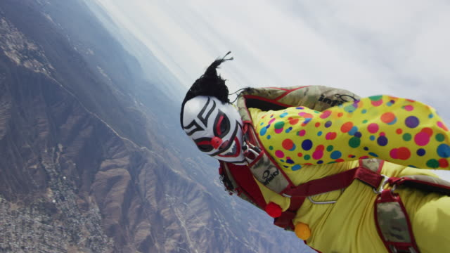 creepy clown skydiver - extreme close up stock-videos und b-roll-filmmaterial