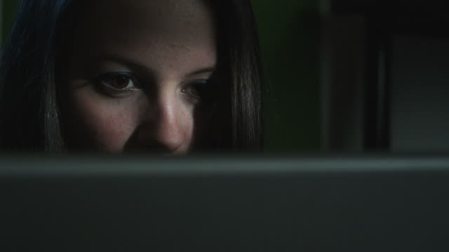 HD CRANE: Creepy girl behind a computer (Shot on Red)