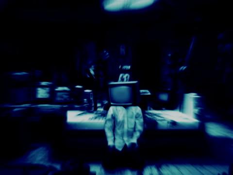 inquietante laboratorio con tvhead zombie - meno di 10 secondi video stock e b–roll