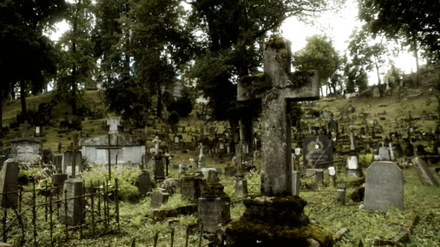 creepy old cemetery - grab stock-videos und b-roll-filmmaterial