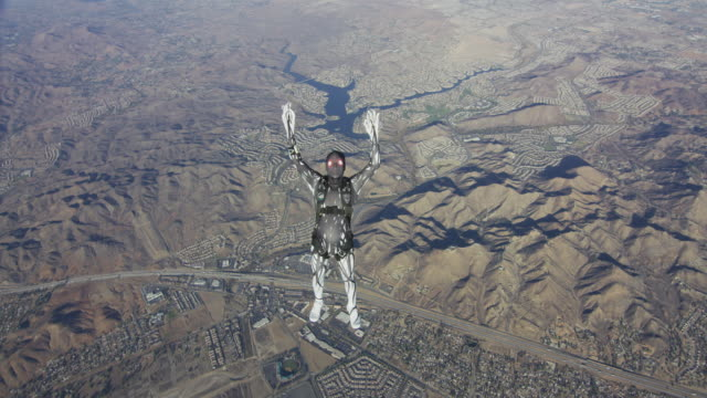 creepy skydiver performs free style - stunt stock-videos und b-roll-filmmaterial