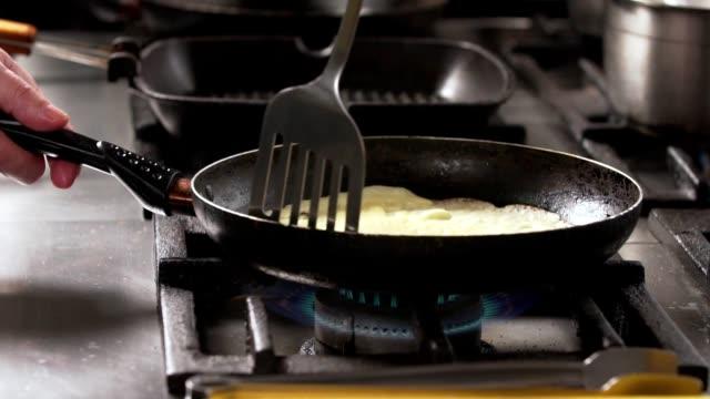 鍋のクレープ - 調理用へら類点の映像素材/bロール