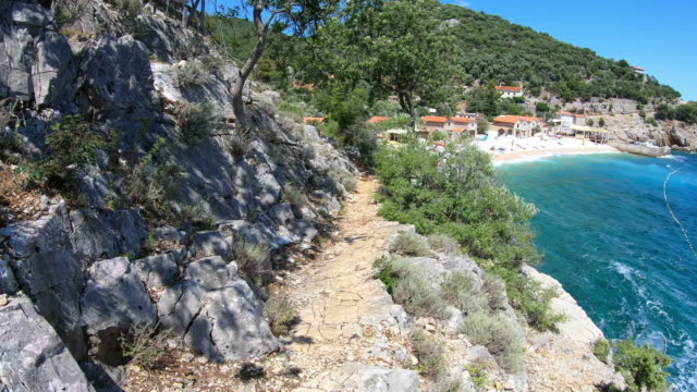 cres island, croatia: view from beach promenade to the sea - mare adriatico video stock e b–roll