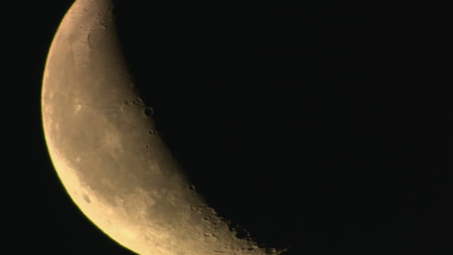 cu, crescent of moon with visible craters - halbmond form stock-videos und b-roll-filmmaterial
