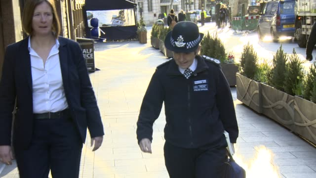 cressida dick metropolitan police commissioner arriving at global radio studios for interview on knife crime - 警視庁点の映像素材/bロール