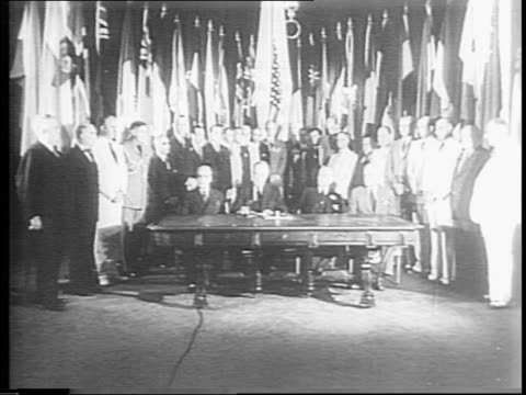 stockvideo's en b-roll-footage met crests of yugoslavia czechoslovakia greece norway denmark superimposed over marching allied troops / model of planet earth / united nations... - joegoslavië