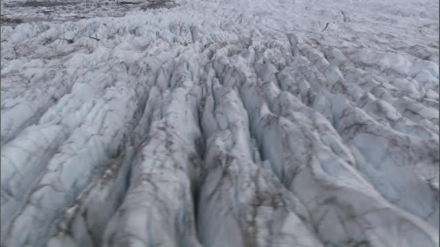 crevasses form channels in an alaskan glacier. - crevasse stock videos & royalty-free footage