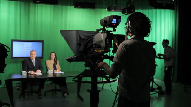 stockvideo's en b-roll-footage met crew in television studio - persconferentie