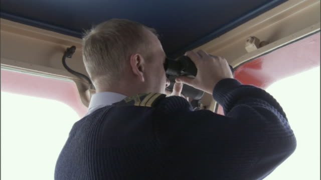 cu, crew member looking through binoculars in navigation bridge, russia - equipaggio video stock e b–roll