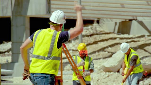 ms, crew of surveyors working at construction site, san antonio, texas, usa - menschliche gliedmaßen stock-videos und b-roll-filmmaterial