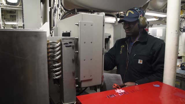 crew of the avengerclass mine countermeasures ship uss chief during a board of inspection and survey uss chief is undergoing insurv to examine the... - minesweeping stock videos & royalty-free footage