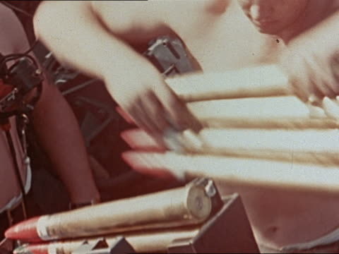 wwii crew passing shells to load onto 40mm antiaircraft gun onboard uss yorktown - luftvärn bildbanksvideor och videomaterial från bakom kulisserna