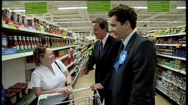crewe and nantwich by-election: campaigning; asda: int bunch of yellow balloons held by lib dem party worker elizabeth shenton and simon hughes mp... - ナントウィッチ点の映像素材/bロール