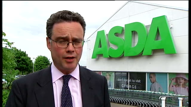 crewe and nantwich by-election: campaigning; reporter to camera outside asda store - ナントウィッチ点の映像素材/bロール