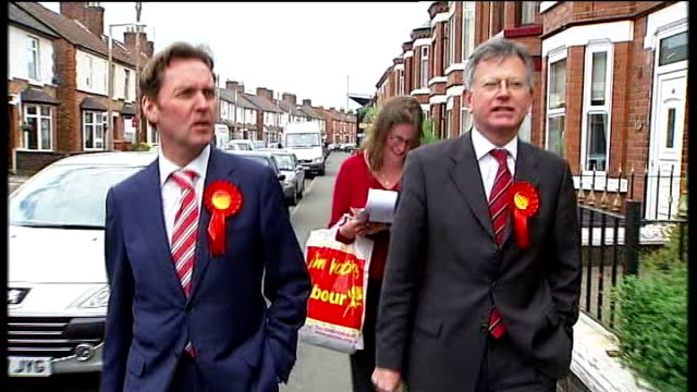 crewe and nantwich by-election: campaigning; sequence labour mps, alan milburn and stephen byers, door to door campaigning alan milburn mp interview... - ナントウィッチ点の映像素材/bロール