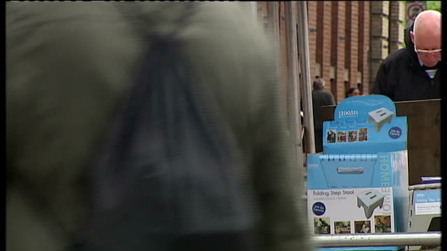 crewe and nantwich by-election: conservative victory; locals along and rubbish bin on street - ナントウィッチ点の映像素材/bロール