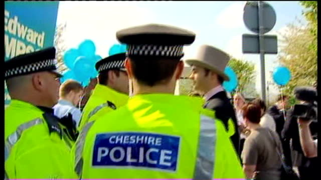 crewe and nantwich by-election: conservative victory; tracking shot through conservative supporters to labour supporter dressed in top hat and tails... - ナントウィッチ点の映像素材/bロール