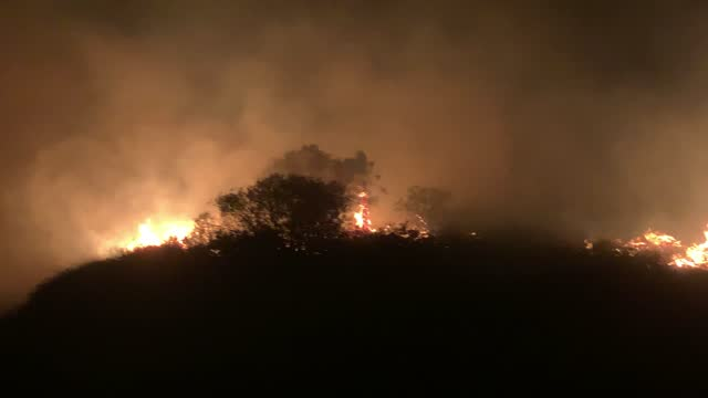 crews battle the silverado fire at night as the fires rage in irvine, ca, on monday, october 26, 2020. - irvine verwaltungsbezirk orange county stock-videos und b-roll-filmmaterial